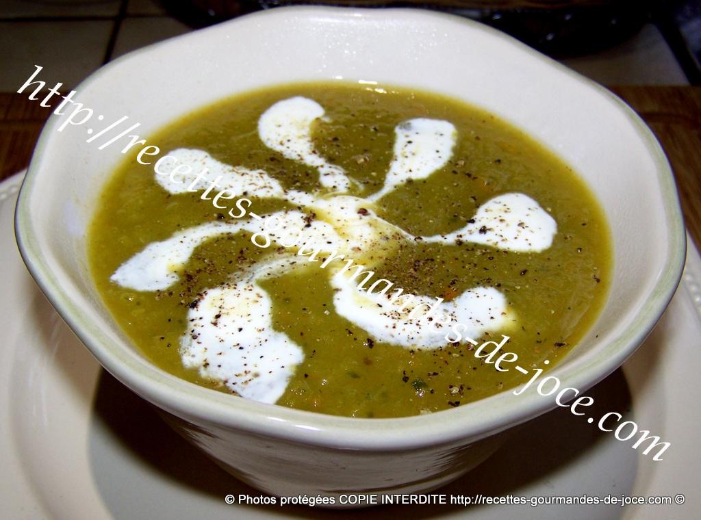 Soupe De Legumes Aux Feuilles De Chou Fleur Et Chou Romanesco